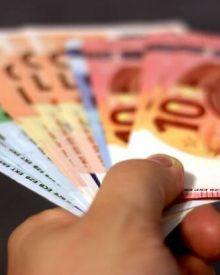 Como poupar pagando em dinheiro vivo