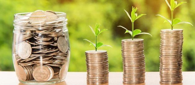 Como poupar dinheiro através de uma lista definida de despesas
