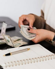 como poupar dinheiro mensalmente