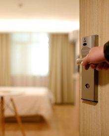 como poupar em hotéis